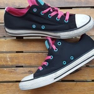 CONVERSE Kids Size 4 Black lowtop CHUCKS